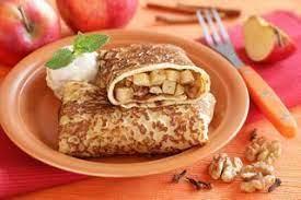 Блины, фаршированные яблоками с орехами и корицей