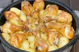Куриные голени и картофельные дольки в духовке