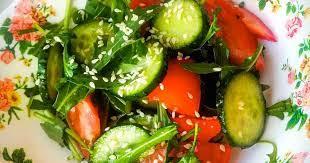 Салат из рукколы с огурцом